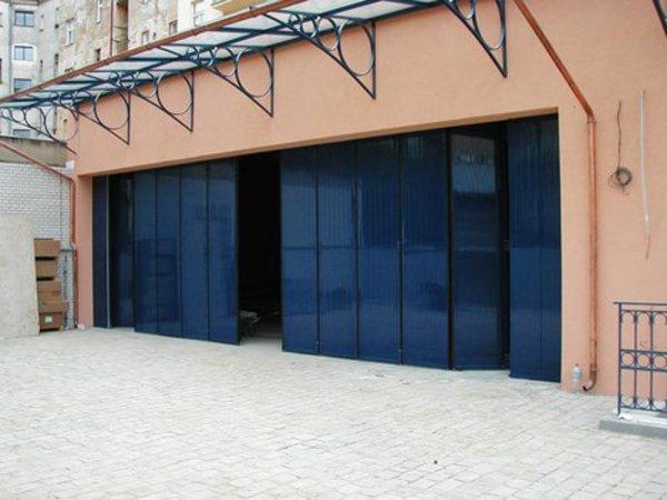 Hangárová skládací vrata