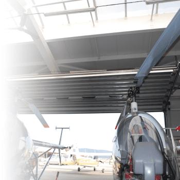Een speciale uitvoering als overheaddeur in een hangar