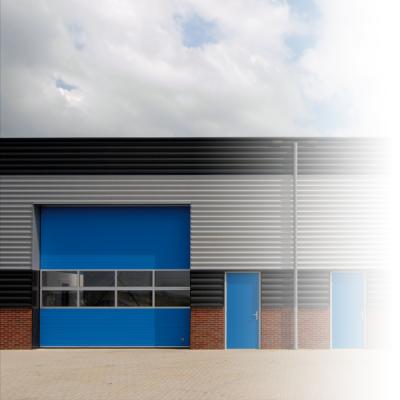 Każda segmentowa brama przemysłowa może być wyposażona w drzwi przejściowe